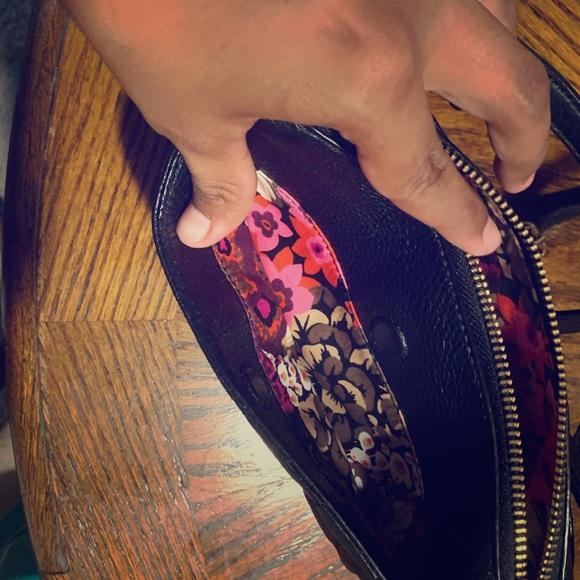 Vera Bradley Handbags - Vera Bradley leather small crossbody